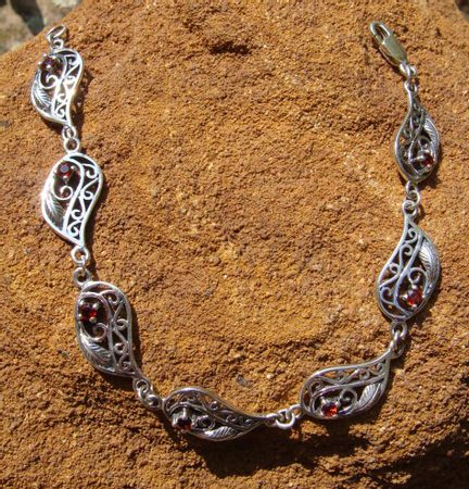 ROYAL GARDEN, silver bangle with garnets, Ag 925