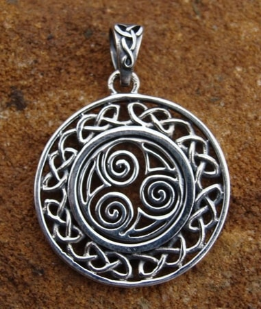 SILVER TRISKELLE IN CIRCLE, pendant