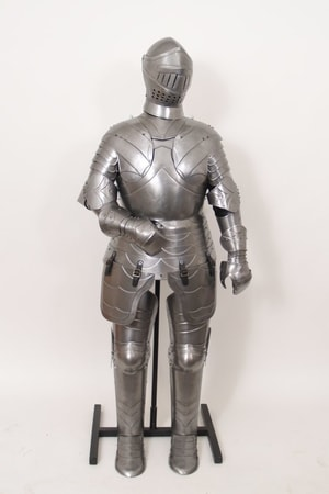 DECORATIVE SUIT OF ARMOUR