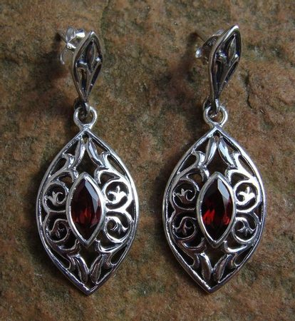THE VOICE OF NATURE, silver earrings with garnet, Ag 925
