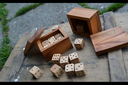 SIX DICES IN A WOODEN BOX