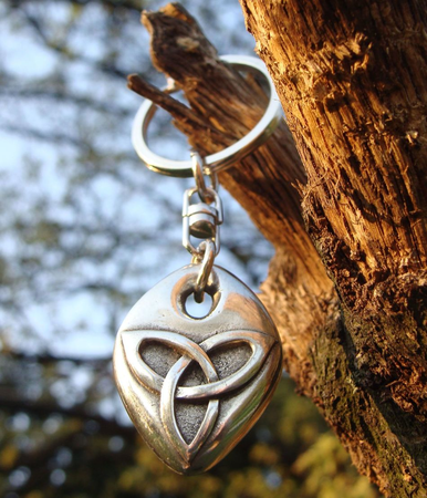 KEYRING WITH CELTIC TRIQUETRA