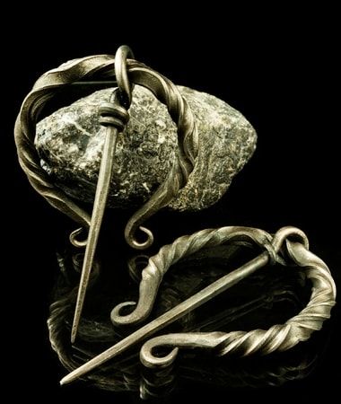 brooch walters celtic irish penannular wiki file