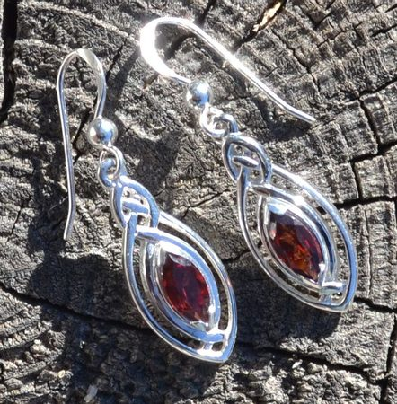 EARRINGS with faceted garnet, sterling silver