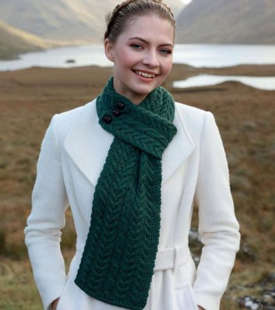 BUTTONED LOOP SCARF, green