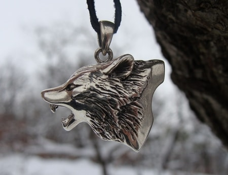 HOWLING WOLF, silver pendant
