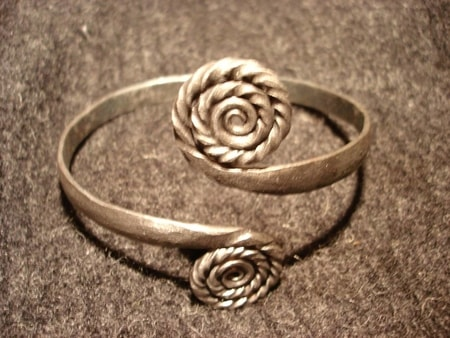 WELL DECORATED ARM RING