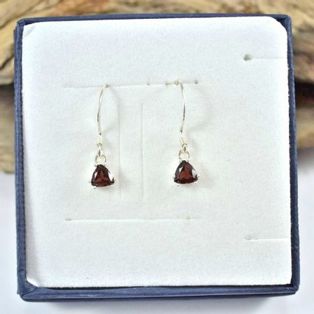 TRIANGULAR, sterling silver garnet earrings