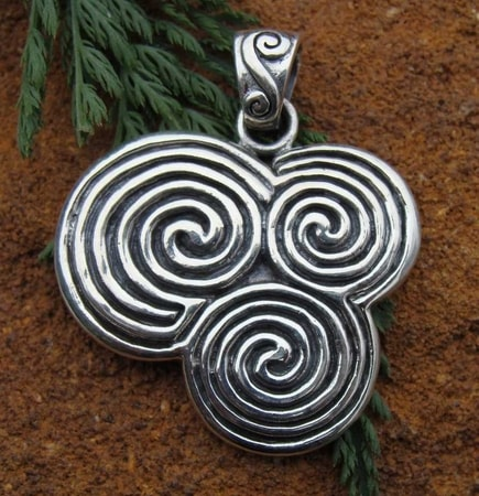 NEWGRANGE TRIPLE SPIRAL SPIRALS JEWELS