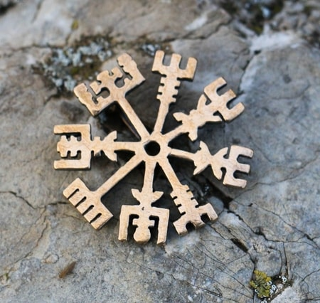 VEGVISIR, rune, pendant for protection, bronze