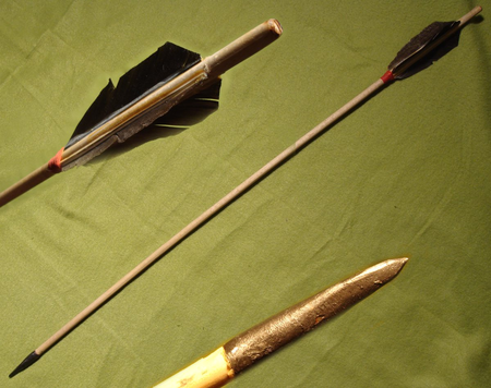 TARGET ARROWHEAD WITH GOOSE FLETCHINGS