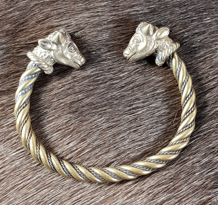 CELTIC BRACELET, BULL'S HEADS, TRICHTINGEN, BRASS