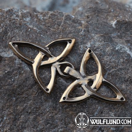 BRONZE CLOAK BROOCH WITH TRIQUETRA