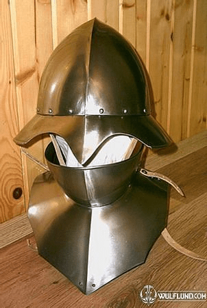 HELMET WITH BEVOR