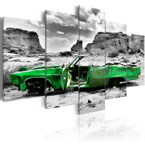 KÉP - GREEN RETRO CAR AT COLORADO DESERT