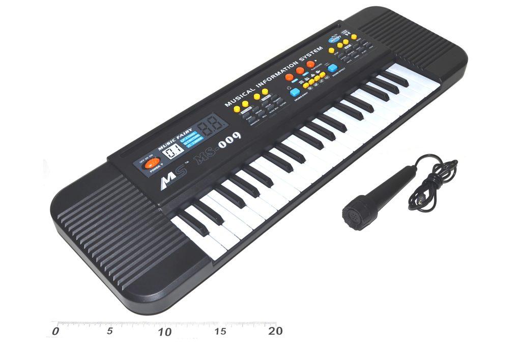 Piano s mikrofonem, Wiky, W116500