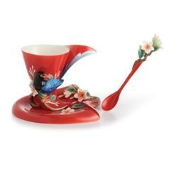 Joyful Magpie design sculptured porcelain cup and saucer 14,5 x 9,5 cm, FRANZ Porcelain