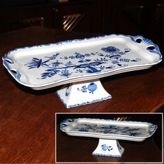 Tray Aida 45 cm on stand, Original Blue Onion Pattern