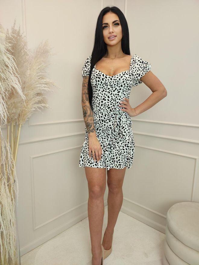 Šaty s řasením v bíločerné barvě