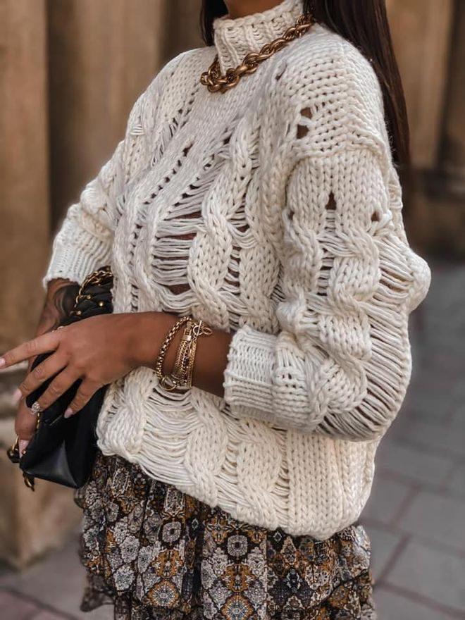 Děrovaný svetr se stojáčkem
