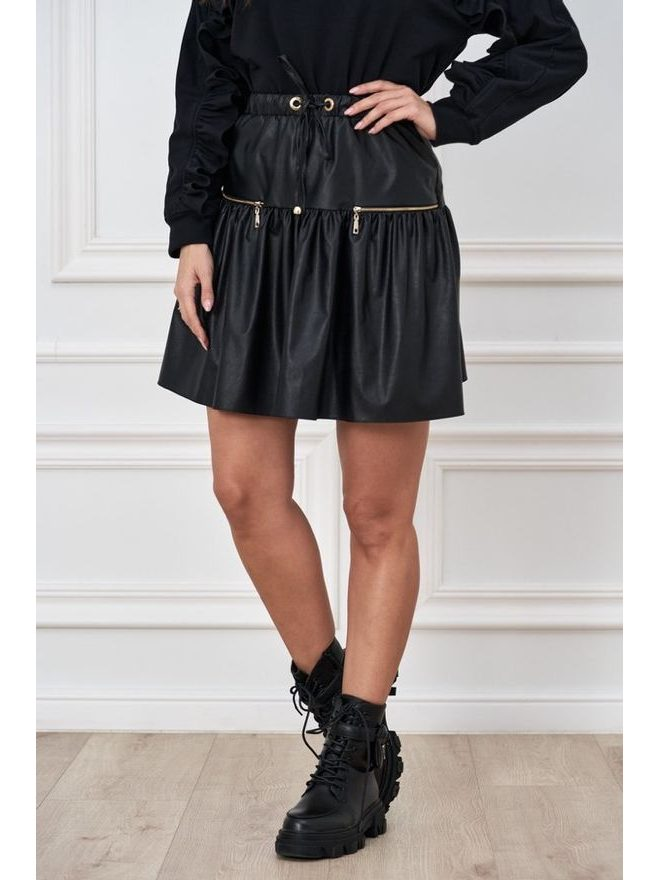 Krátká koženková sukně s volánem