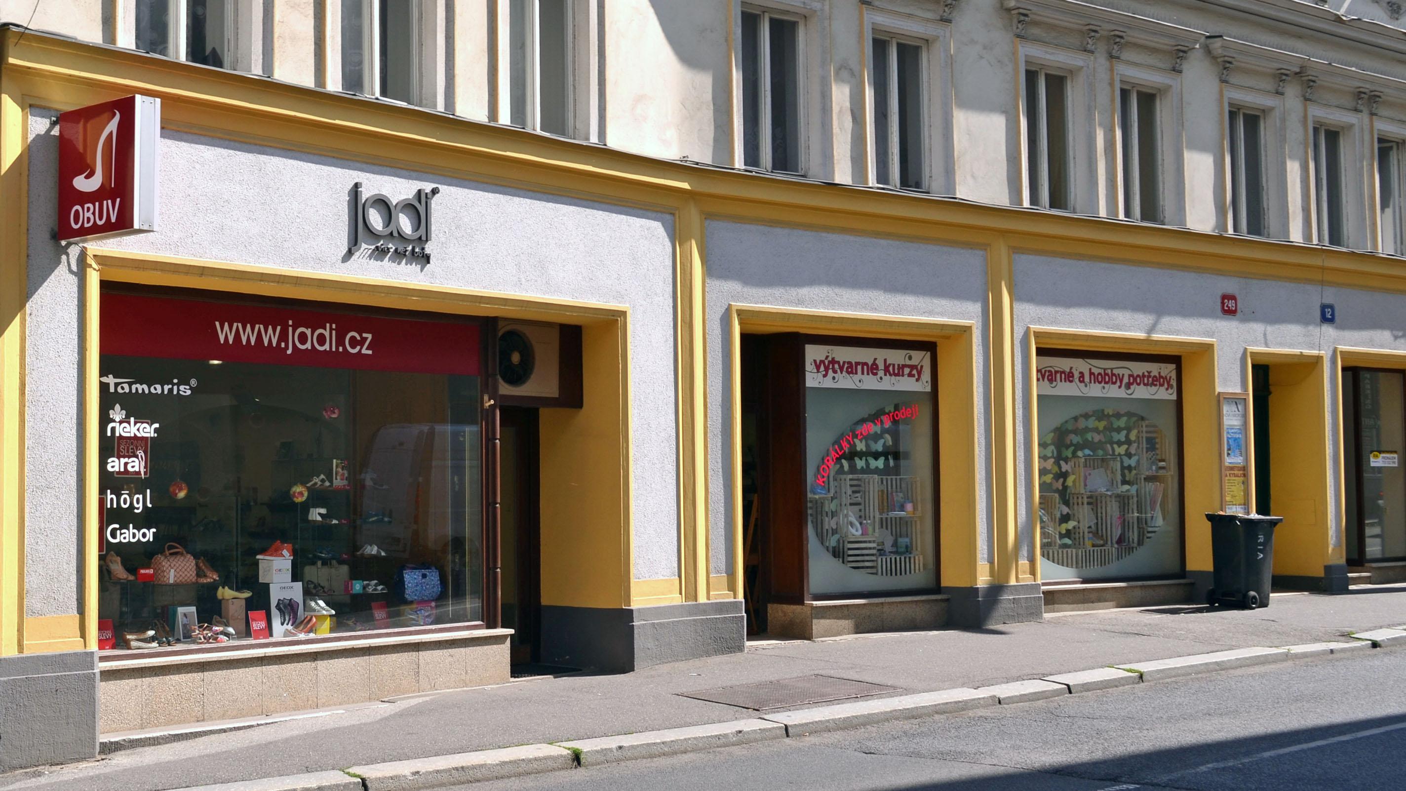 ... přibližně 100m od liberecké radnice mezi náměstím Dr. Beneše a  Sokolovským náměstím. Zaparkovat můžete 20m od obchodu na veřejném  parkovišti. 8f36833ec4